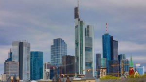 Bilder Frankfurt mit Skyline und Main im Panorama Format. Moderne Stadt Ansichten und Kunst Bilder, die Sie begeistern werden in Ihrer Wunschgröße.