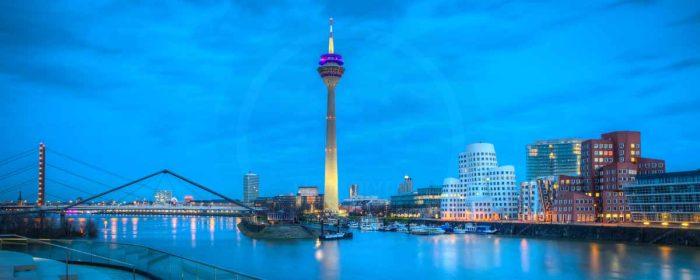 Bilder Medienhafen Düsseldorf Skyline bei Nacht   Foto Art Nacht Panorama aus dem Medienhafen Düsseldorf