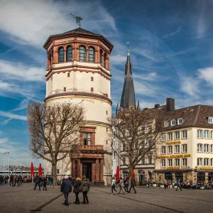 Burgplatz Düsseldorf im Sommer | Fischmarkt, Altbier und Sonne