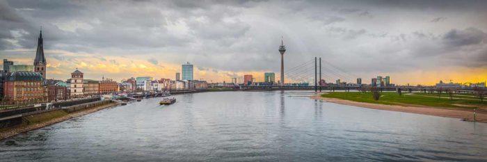 Düsseldorf Foto Panorama Bild   Oberkasseler Brücke bis Rheinturm