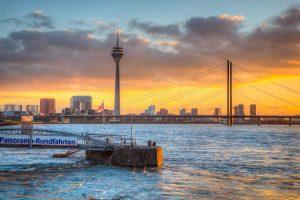 Düsseldorf Kunst Panorama Bild | Rheinpanorama Skyline