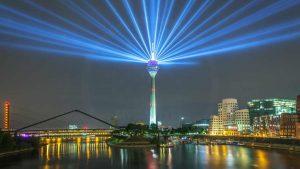 Düsseldorf Rheinkomet Medienhafen Panorama. Skyline bei Nacht