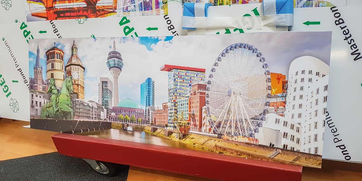 Düssledorf-Collage-Pop-Art-Style-auf-AluDiBond-in-150x50cm