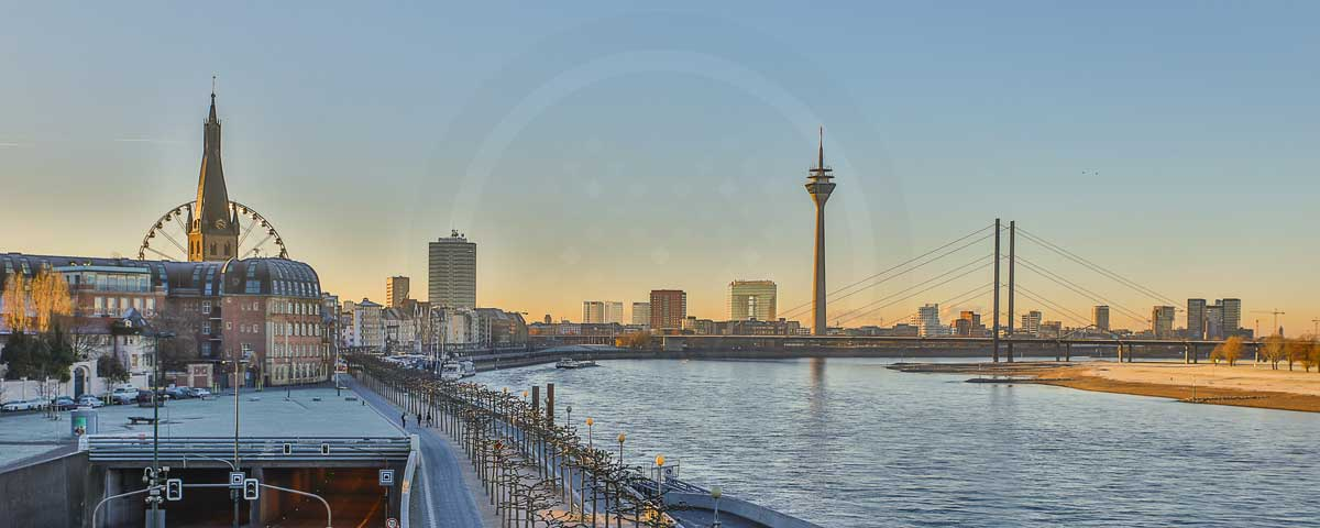 collagen d sseldorf bilder mit medienhafen und rheinturm auf leinwand. Black Bedroom Furniture Sets. Home Design Ideas