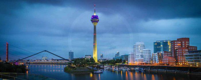 Glasbild Medienhafen Düsseldorf. Panorama Bilder auf Acryl u.Leinwand