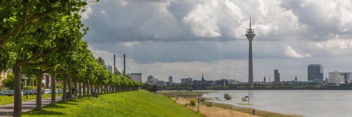 Kunstbild Panorama aus Düsseldorf , Rhein, Rheinturm & Oberkassel