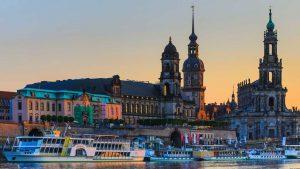 Kunstbilder Dresden an der Elbe. Kunst Panorama Motive auf Acryl