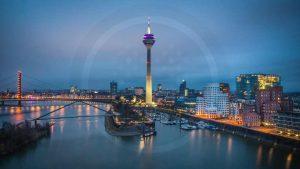 Leinwandbilder Düsseldorf Panorama Ansicht als Nacht Skyline Bild