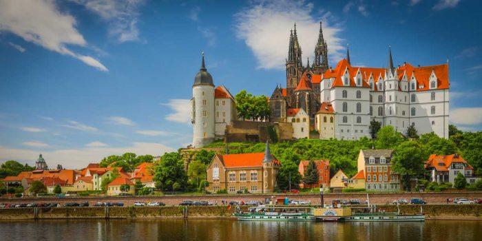 Leinwandbilder Dresden an der Elbe. Moderen Panorama und Skyline Kunst Bilder