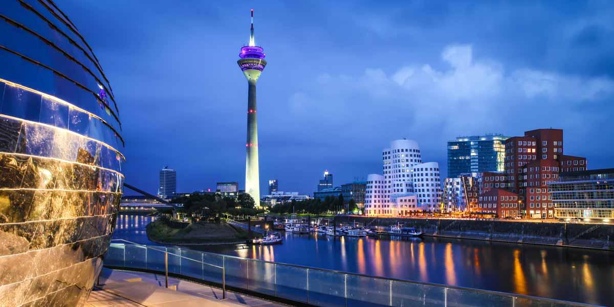 Medienhafen Acrylbilder aus Düsseldorf mit Rhein und Panorama Ansicht