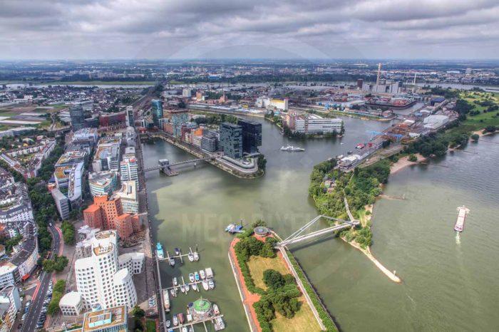Medienhafen Düsseldorf - Kunst Panorama aus dem Hafen mit Rhein