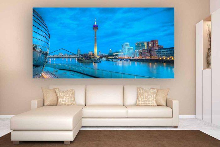 Foto Art Düsseldorf Rheinturm Skyline bei Nacht | Gehry Bauten und der Medienhafen Düsseldorf bei Nacht