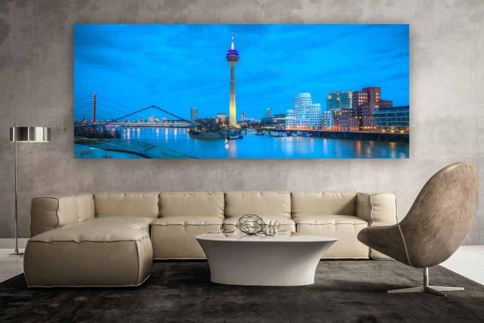 Düsseldorf Medienhafen Skyline bei Nacht   Foto Art Nacht Panorama aus dem Medienhafen Düsseldorf