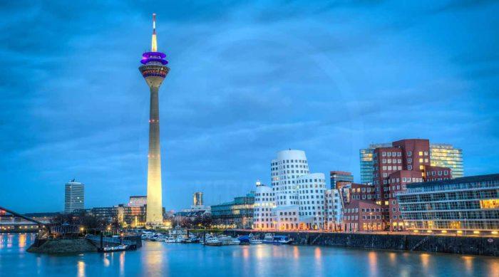 Nachtpanorama Düsseldorf Medienhafen| Moderne Foto Kunst des Medienhafen Düsseldorf bei Nacht