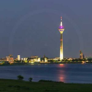 Nachtpanorama Skyline Düsseldorf Bild. Moderne Wandbilder bei Nacht