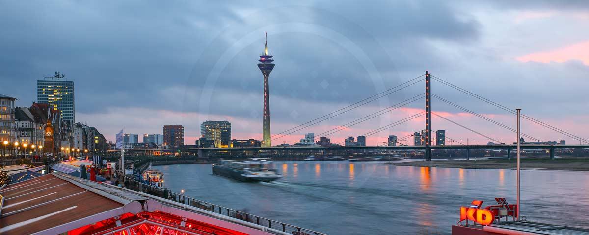 Panorama Bilder Düsseldorf Stadt Motive auf Leinwand vom Medienhafen