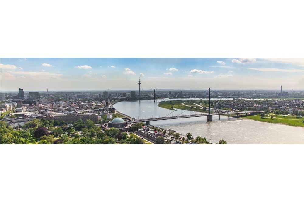 panorama bilder d sseldorf skyline kunstwerk mit rheinturm. Black Bedroom Furniture Sets. Home Design Ideas