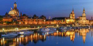 Panorama Dresden mit Elbe und Frauenkirche. Kunst Skyline Art Bilder