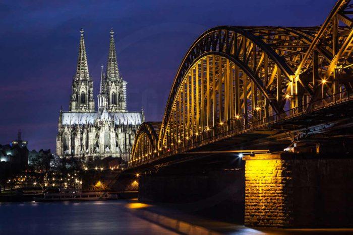 Panorama Köln bei Nacht | Foto Kunst Bild der Skyline mit DOM