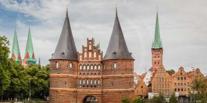 Panorama Lübeck mit dem Holstentor. Moderne Wand & Leinwandkunst