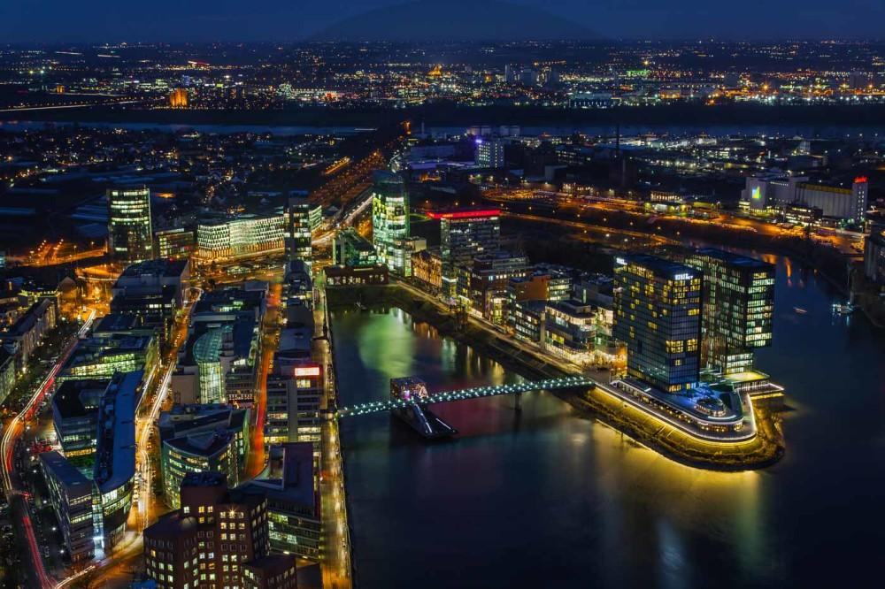Panorama medienhafen d sseldorf bei nacht tolle nachtaufnahme - Dusseldorf bilder auf leinwand ...