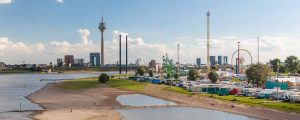 Panorama Rheinkirmes Düsseldorf - Riesenrad und Co am Rhein