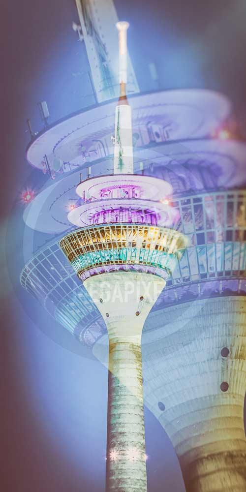 Panorama Rheinturm - Das Wahrzeichen Stadt Düsseldorf im Medienhafen