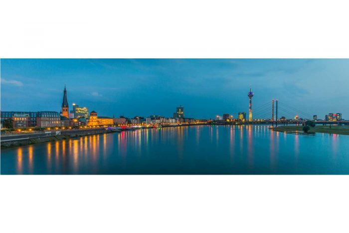 Rhein Skyline Panorama Bild   Düsseldorf Motiv auf Leinwand & Alu
