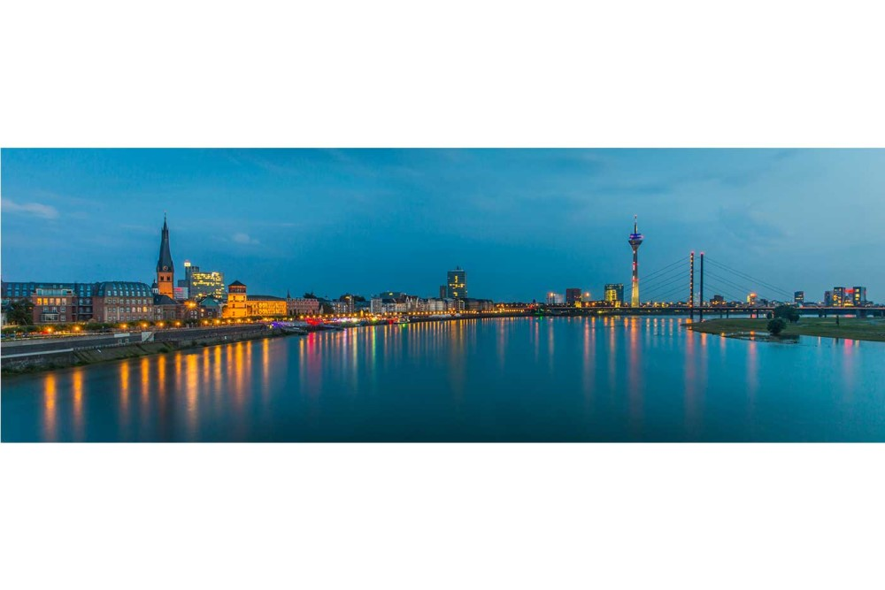 rhein skyline panorama bild d sseldorf motiv auf leinwand alu. Black Bedroom Furniture Sets. Home Design Ideas