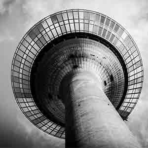 Rheinturm Düsseldorf und Medienhafen Fotografie und Art