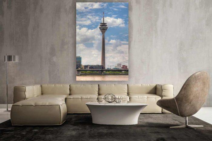 Rheinturm Panorama Bild mit Rhein und Medienhafen. Wahrzeichen
