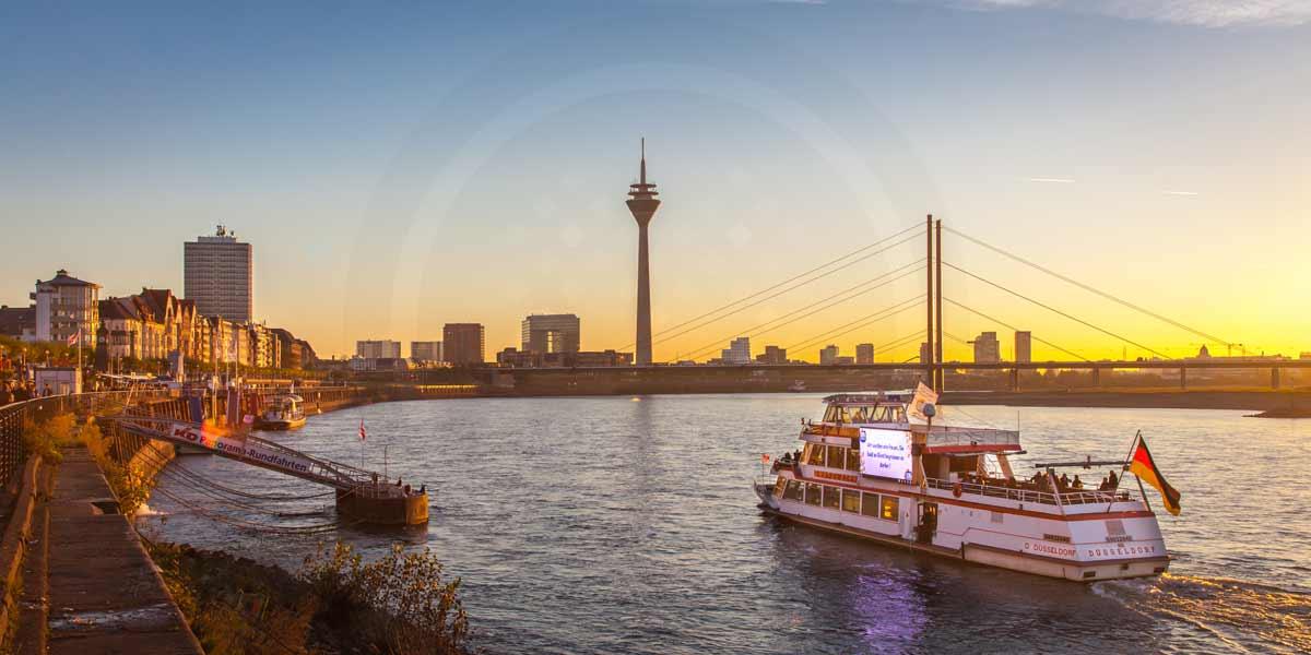Rheinufer Düsseldorf im Sommer | Panorama Aussicht auf den Rheinturm