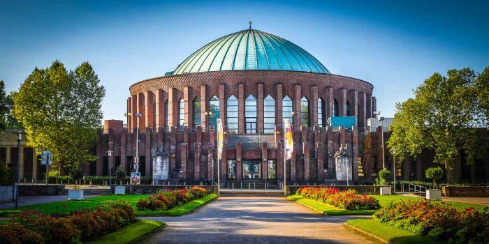 Tonhalle Düsseldorf am Rhein. Panorama Bilder aus der Rheinturm Stadt.