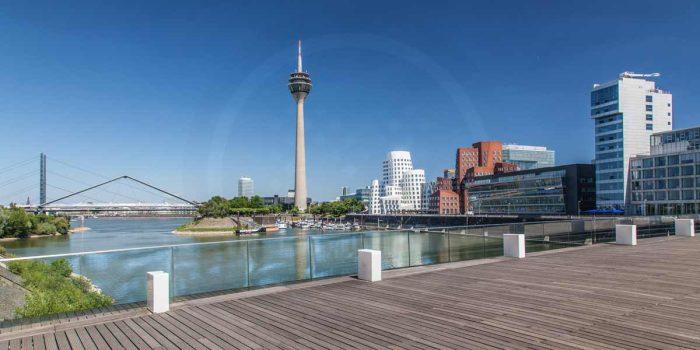 Wandbilder Medienhafen Düsseldorf. Rheinturm und Stadt Panorama Art