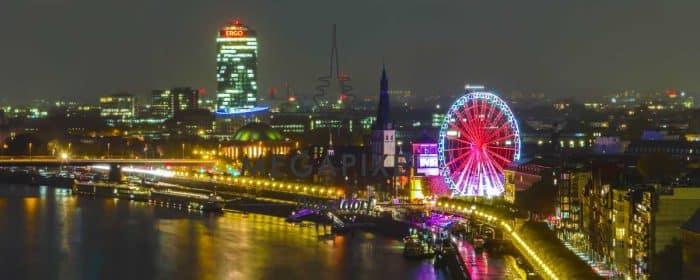 Wandtapete Düsseldorf mit Kunst Panorama, Schlossturm am Rhein