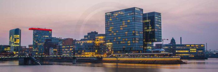 Medienhafen Düsseldorf Panorama Ansicht der Hafenspitze | Kunst Skyline Bild