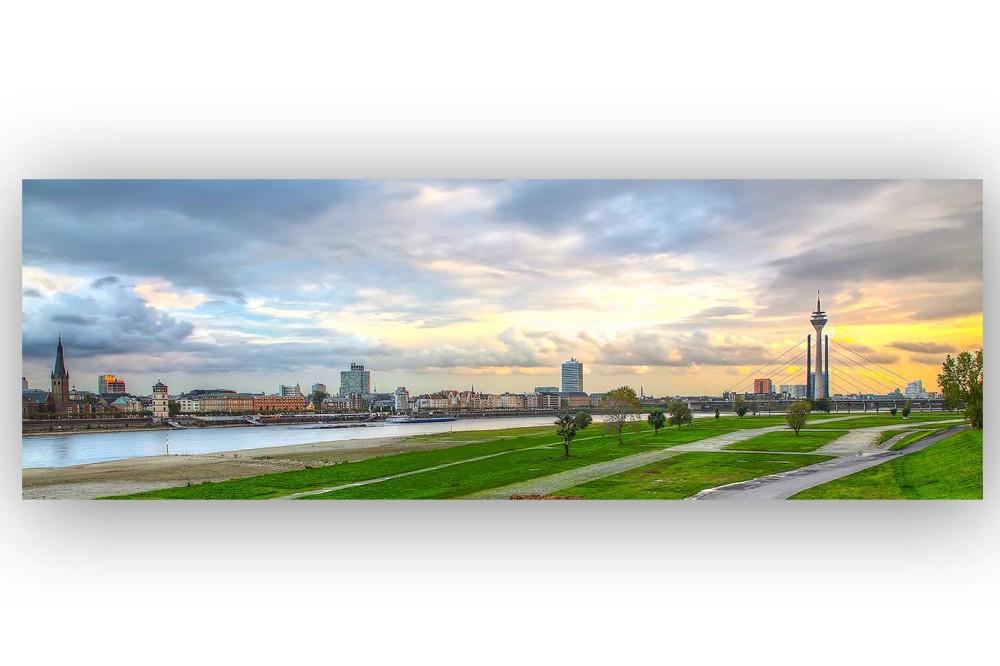 skyline kunst panorama bild fotokunst aus d sseldorf sundowner over d sseldorf panorama. Black Bedroom Furniture Sets. Home Design Ideas