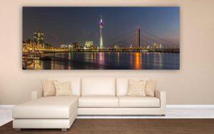 Panorama Düsseldorf bei Nacht | Skyline mit Rheinturm und Oberkasseler Brücke