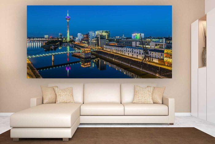 Düsseldorf in der Nacht | Kunst Panorama Skyline Bild aus Düsseldorf