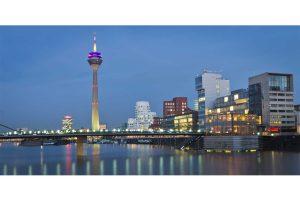 Bilder Düsseldorf bei Nacht | Panorama Fotokunst Bild der Düsseldorfer Skyline im Medienhafen