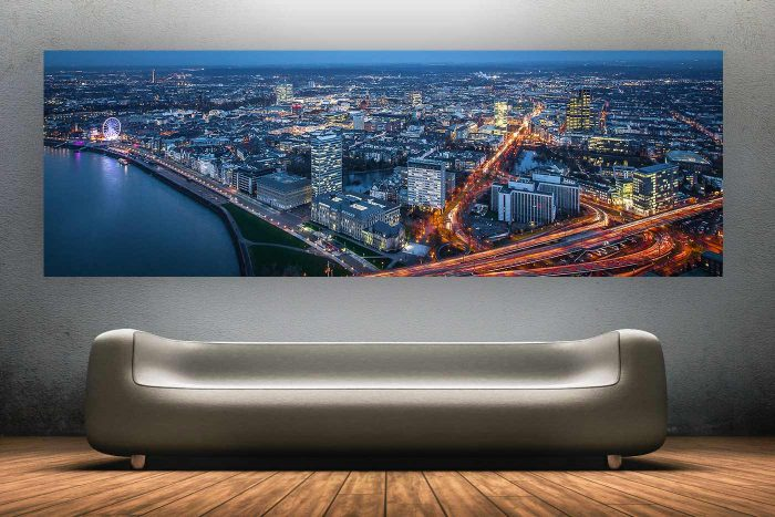 @Skyline Düsseldorf bei Nacht, Nightwatch Panorama Bild | Little New York in Düsseldorf,Altstadt & Rheinufer Panorama