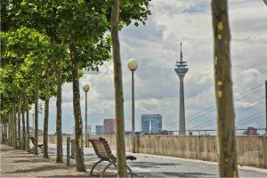 City View at the Rhine | Fotografie und Fotokunst Bild von der Rheinpromenade in Düsseldorf