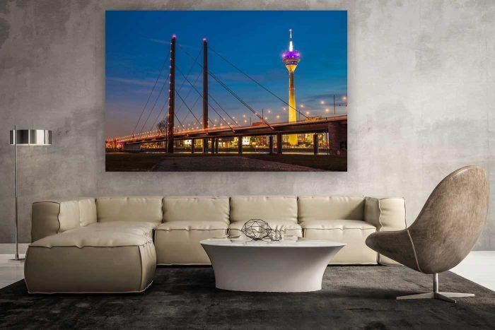 Rheinturm Düsseldorf Nacht Panorama mit Düsseldorf Skyline | Kunst Bilder aus Düsseldorf am Rhein