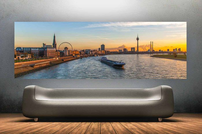 An Artwork Skyline Kunst Panorama |Düsseldorf Rheinpromenade und Skyline Bild