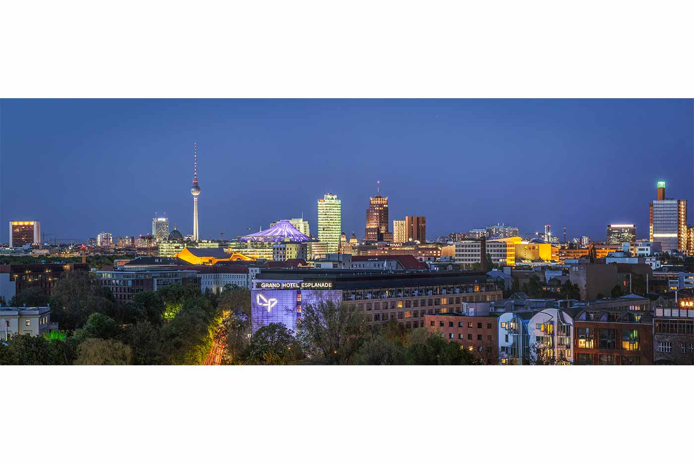 panorama berlin bild der berliner skyline bei nacht kunst design. Black Bedroom Furniture Sets. Home Design Ideas