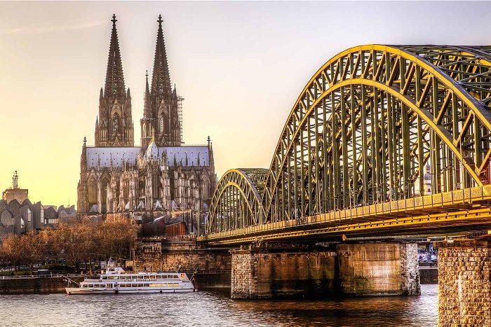 Bilder Köln Panorma Motiv vom DOM   Hochwertige Skyline Köln Foto Kunst