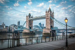 Blue Hour at London Tower Bridge | Modernes Skyline Panorama